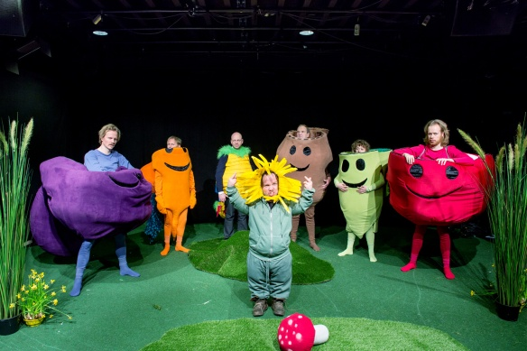 Promotional photo for the pilot episode of TV comedy show The Vegetable Garden (norsk: GrønnsakHagen). Photo: Eivind Senneset, TV2